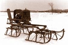 Une très vieille snowmobile